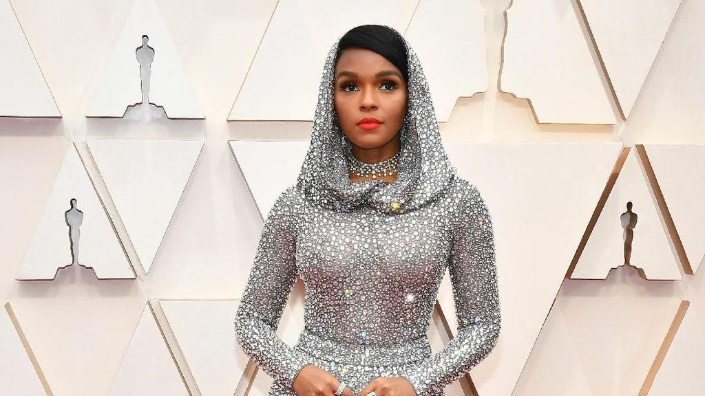 Mewah, Aktris Ini Pakai Gaun Bertabur 168 Ribu Kristal di Oscar 2020
