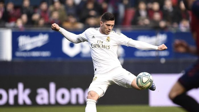 PAMPLONA, SPAIN - FEBRUARY 09: Luka Jovic of Real Madrid scores his teams fourth goal during the La Liga match between CA Osasuna and Real Madrid CF at El Sadar Stadium on February 09, 2020 in Pamplona, Spain. (Photo by Juan Manuel Serrano Arce/Getty Images)