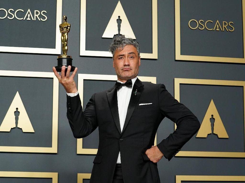 Menang Grammy, Sutradara Thor Tak Sadar