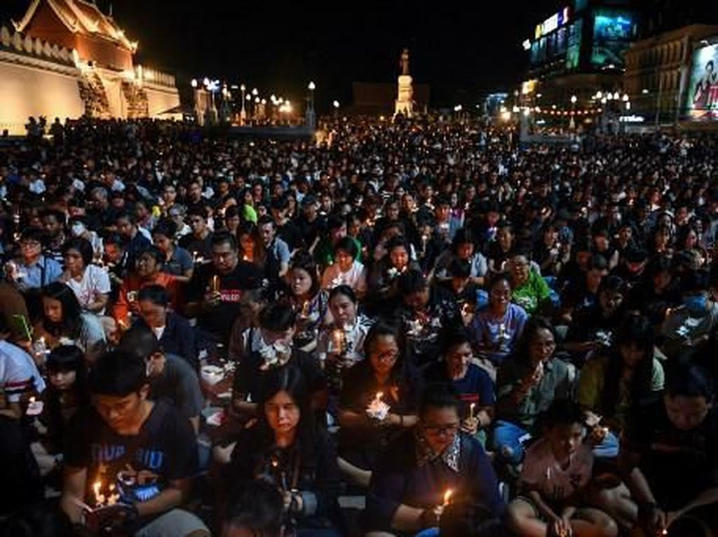 Momen Warga Gelar Doa Untuk 29 Korban Penembakan Tentara Thailand