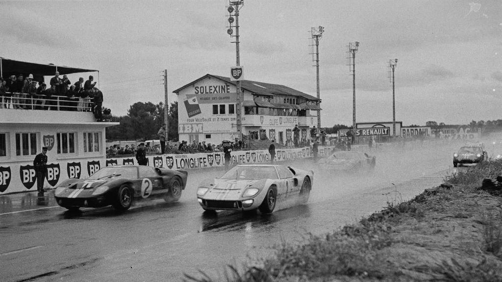 Ford V Ferrari, Ini Foto-foto Asli Persaingan Mereka di Le Mans 1966