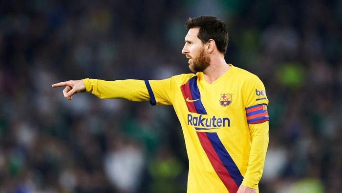 SEVILLE, SPAIN - FEBRUARY 09: Lionel Messi of FC Barcelona reacts during the Liga match between Real Betis Balompie and FC Barcelona at Estadio Benito Villamarin on February 09, 2020 in Seville, Spain. (Photo by Aitor Alcalde/Getty Images)