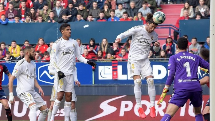 PAMPLONA, SPAIN - FEBRUARY 09: Sergio Ramos of Real Madrid scores his teams second goal during the La Liga match between CA Osasuna and Real Madrid CF at El Sadar Stadium on February 09, 2020 in Pamplona, Spain. (Photo by Juan Manuel Serrano Arce/Getty Images)