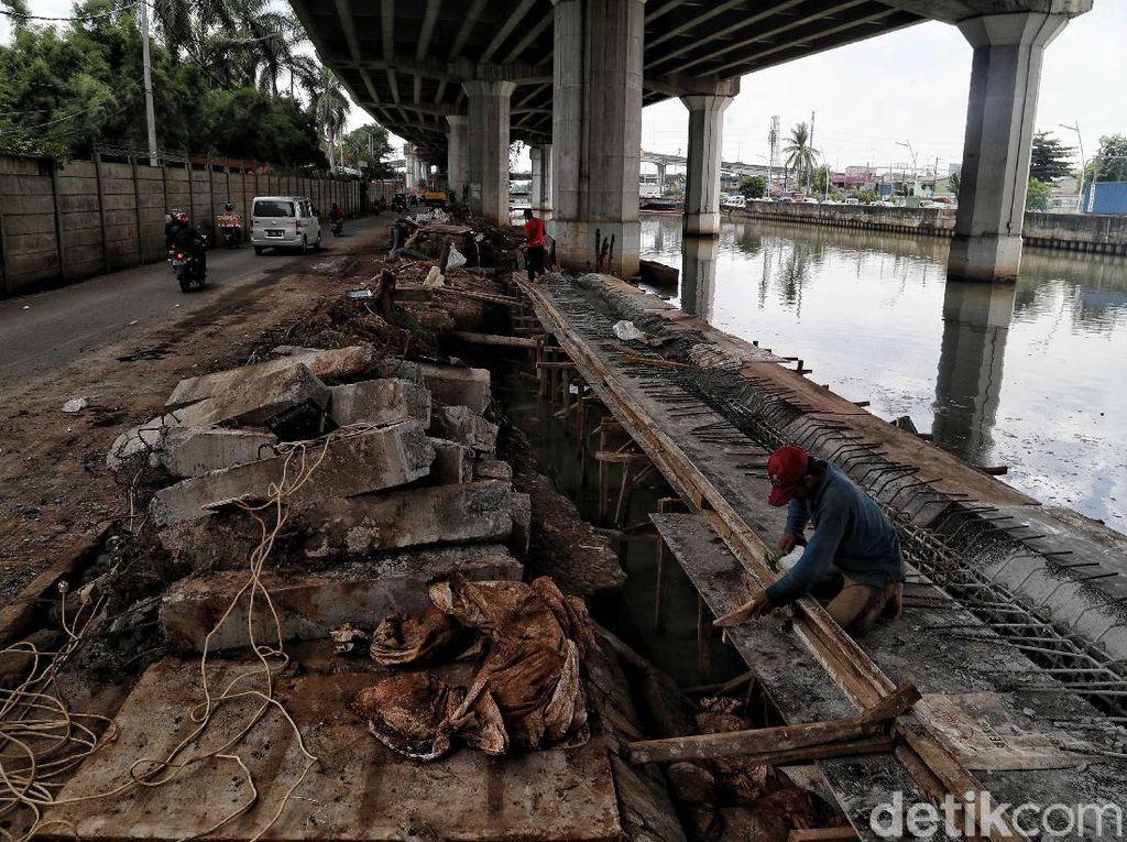 Cegah Banjir, Proyek Tanggul Kali Ancol Terus Dikebut