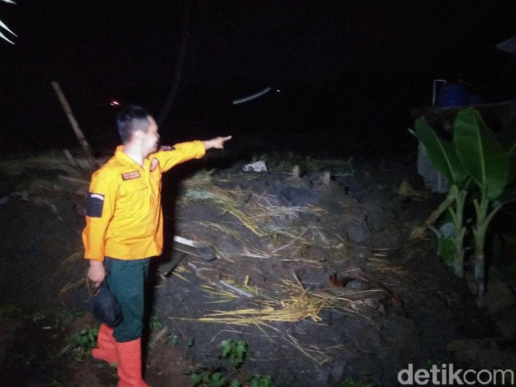 Detik-detik Longsor di Pinggir Tol Purbaleunyi Timbun 10 Rumah