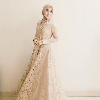 Inspirasi Model Kebaya Brokat Muslim Mana Favorit Bunda
