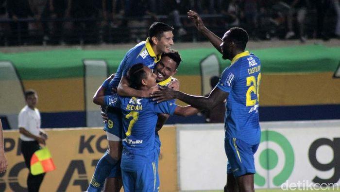Persib Bandung menang 2-1 atas Barito Putera di laga uji coba. Dua gol kemenangan Maung Bandung dilesakkan Esteban Vizcarra.