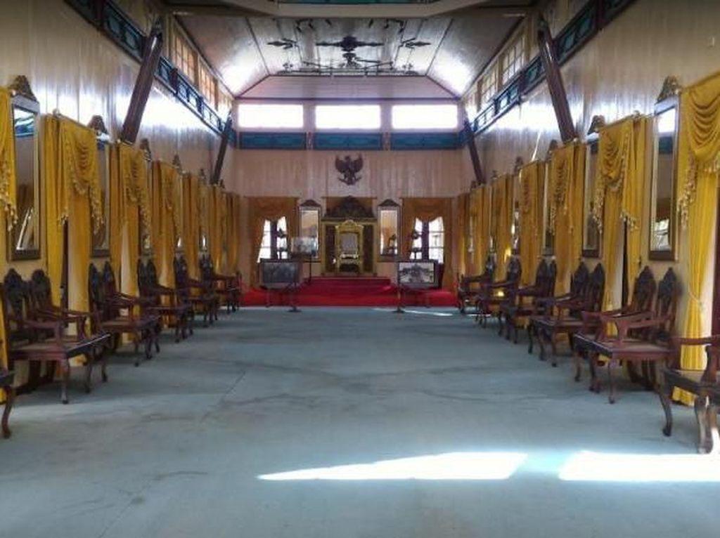 Megah & Mewah! Inilah Ruangan Rapat Sultan Siak