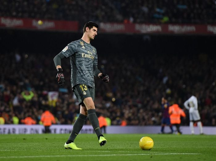 BARCELONA, SPAIN - DECEMBER 18:  Thibaut Courtois of Real Madrid kicks a yellow football off the field during the Liga match between FC Barcelona and Real Madrid CF at Camp Nou on December 18, 2019 in Barcelona, Spain. (Photo by Alex Caparros/Getty Images)