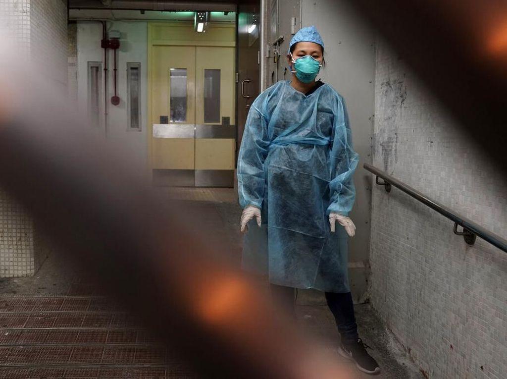 Perawat di Wuhan Botaki Rambut demi Rawat Pasien COVID-19