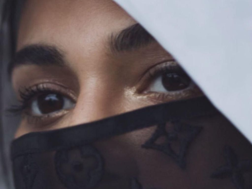 Masker Louis Vuitton Viral, Bukan Cegah Corona Tapi Usir Bau Kemiskinan