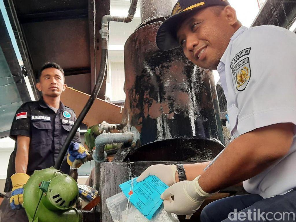 Di Tengah Hujan Deras, BNNP Jatim Musnahkan Sabu dari Malaysia