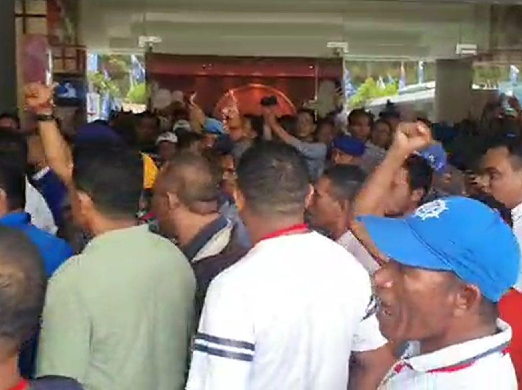 Kongres PAN Panas Lagi! Massa Kubu Zulhas Vs Mulfachri Adu Mulut