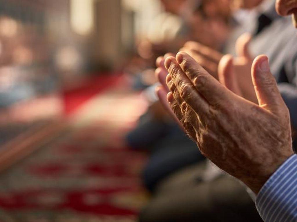 Dalam Hal Apa Saja Kewajiban Sholat Jumat dan Berjamaah di Masjid Gugur?