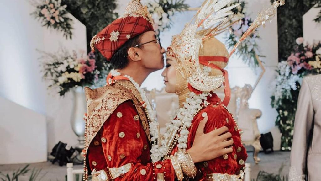 Potret Bahagia Pasangan Viral yang Nikah Usai 2 Bulan Kenal dari DM