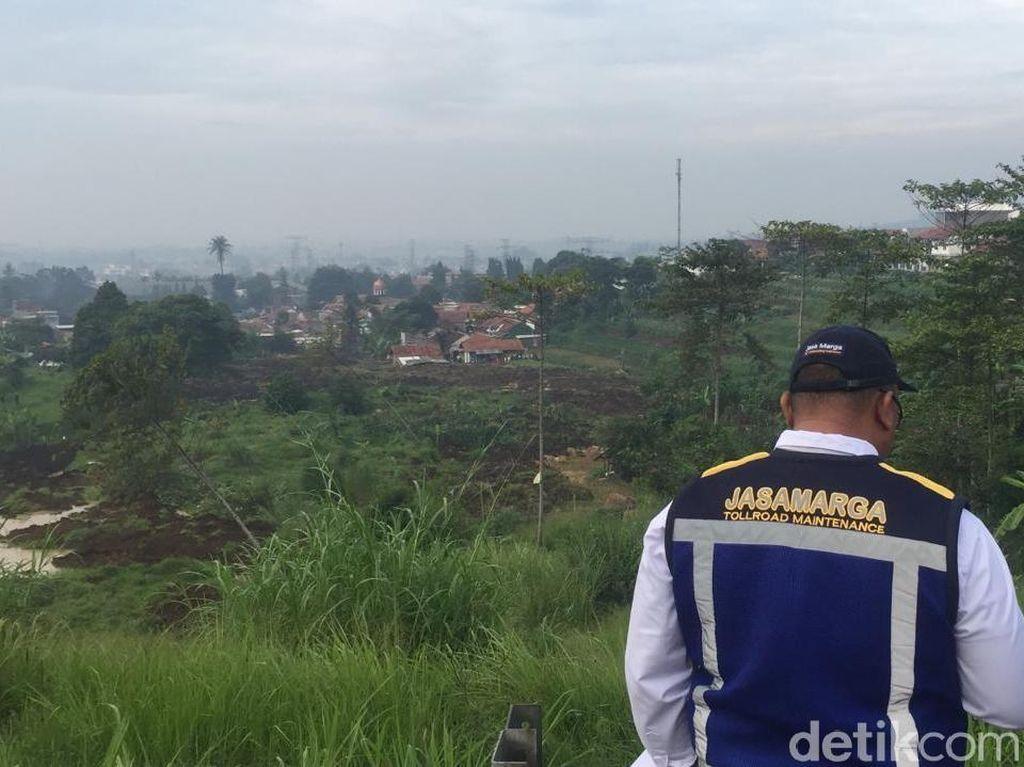Longsor di Bandung Barat Ancam Badan Jalan Tol Purbaleunyi