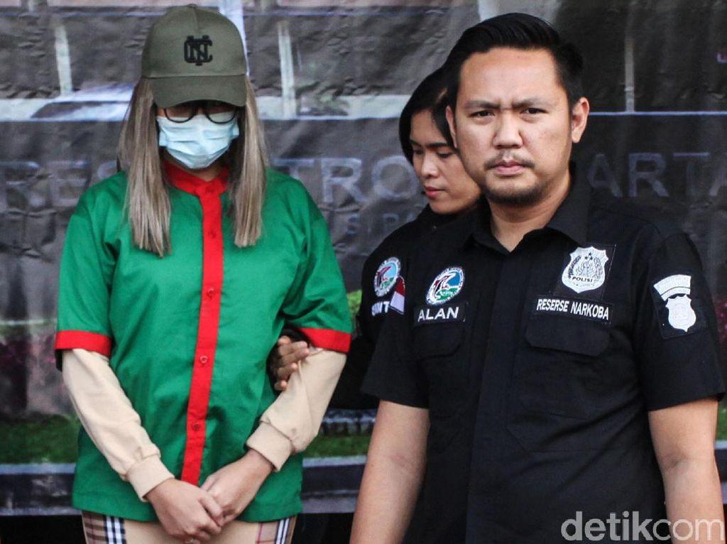 Berbaju Tahanan karena Kasus Narkoba, Lucinta Luna Pakai Sandal Rp 9 Juta