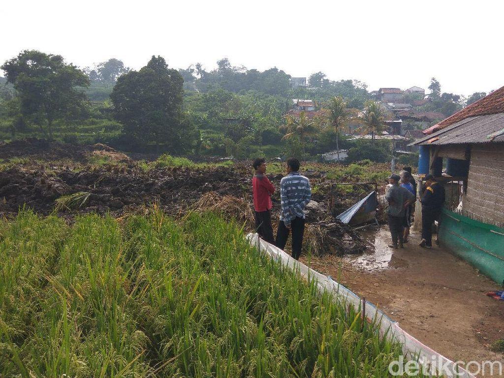 Cerita Ngerinya Longsor di Bandung Barat yang Timbun 10 Rumah
