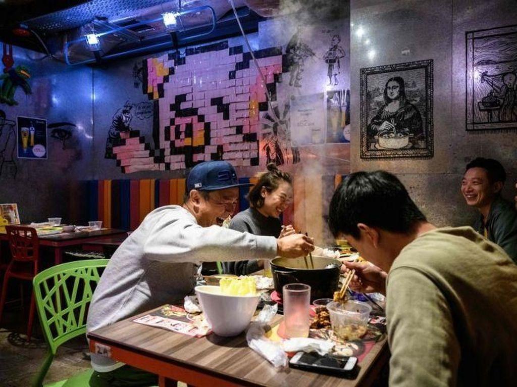 Curhat Pelayan Kapal Pesiar hingga Hot Pot yang Tularkan Virus Corona