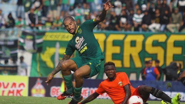 David Da Silva penyerang andalan Persebaya. (