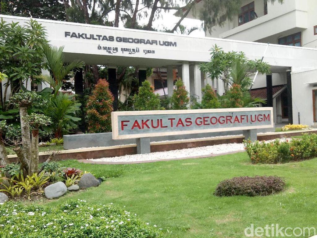 Foto Mahasiswi Pegiat Dakwah UGM Diblur, Rektor: Jangan Main-main!
