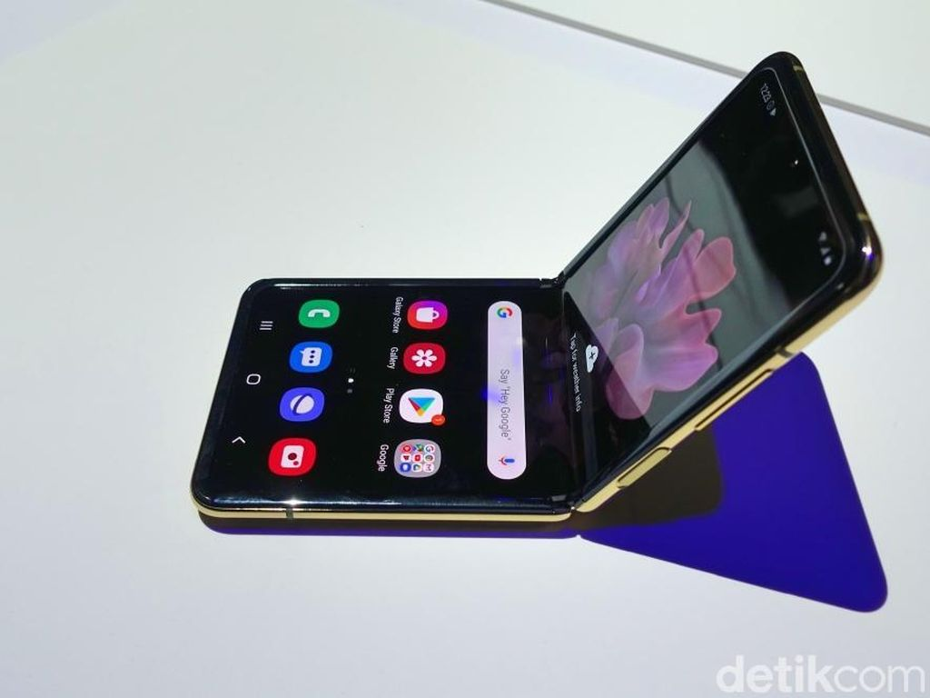 Galaxy Z Flip, Ponsel Layar Lipat Mantap