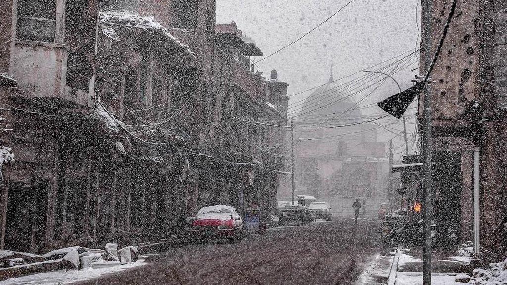 Bisa-bisanya Muncul Salju di Negara Terpanas Dunia