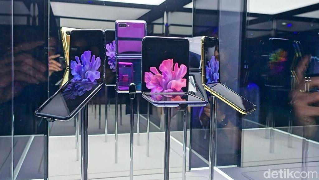 Menggenggam Galaxy Z Flip, Ponsel Layar Lipat Imut Harga Rp 21 Juta