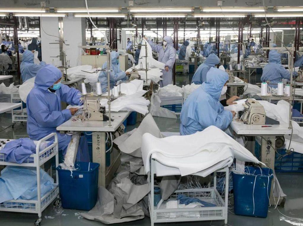 Wabah Corona Terus Merajalela, Pabrik iPhone dan Mobil pun Bikin Masker