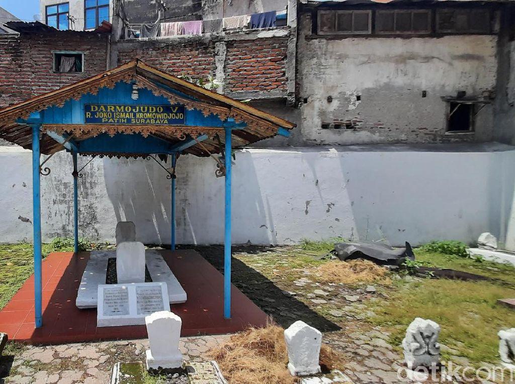 Makam Bupati Pertama Surabaya Jadi Pilihan Para Peziarah