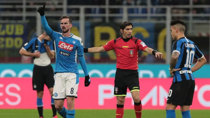 MILAN, ITALY - FEBRUARY 12:  Fabian Ruiz of SSC Napoli celebrates after scoring the opening goal during the Coppa Italia Semi Final match between FC Internazionale and SSC Napoli at Stadio Giuseppe Meazza on February 12, 2020 in Milan, Italy.  (Photo by Emilio Andreoli/Getty Images).