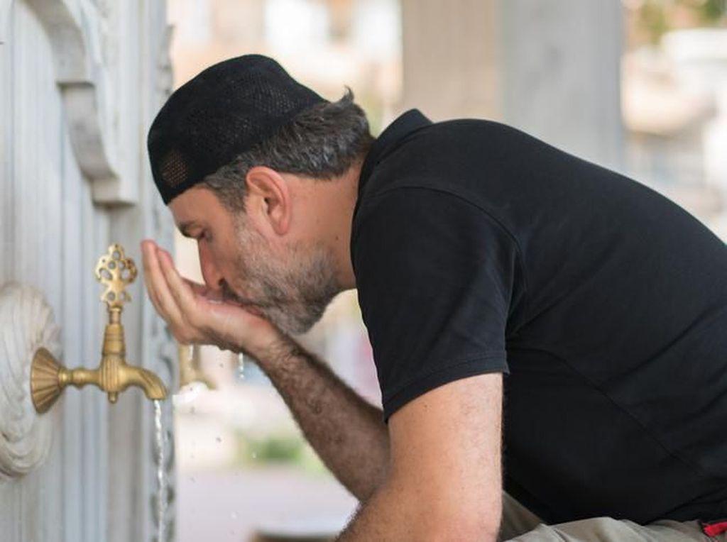 6 Rukun Wudhu yang Harus Dipenuhi Sebagai Syarat Sah Sholat