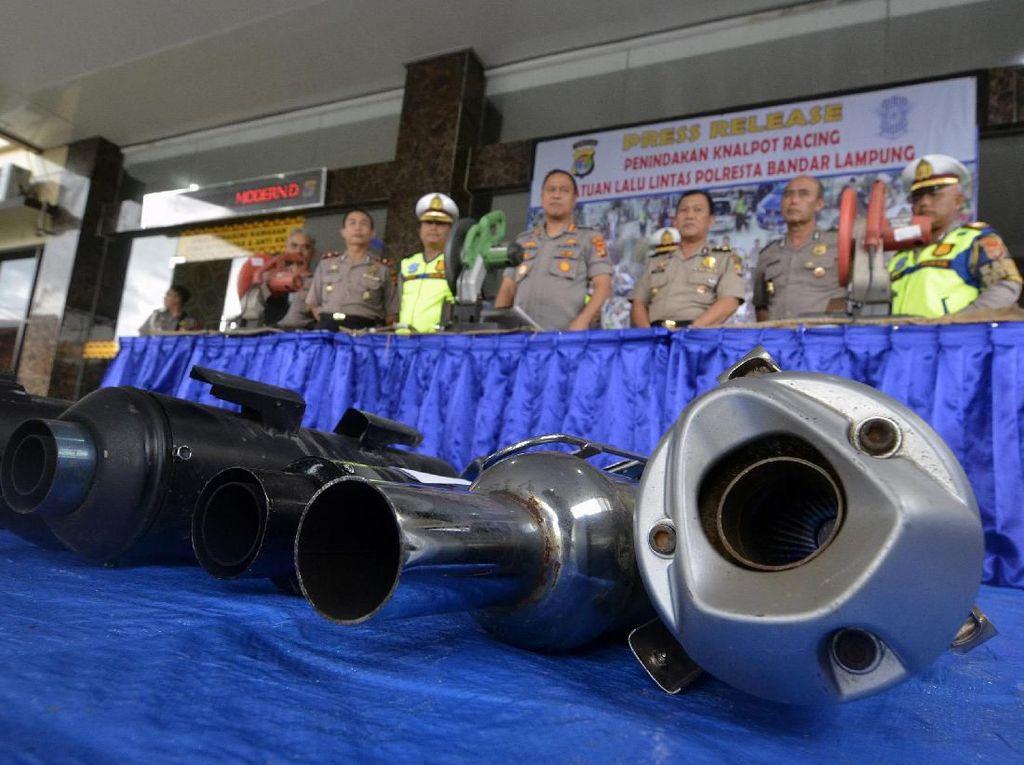 Knalpot Bising Iringi Momen Jokowi Disuntik Vaksin Covid-19