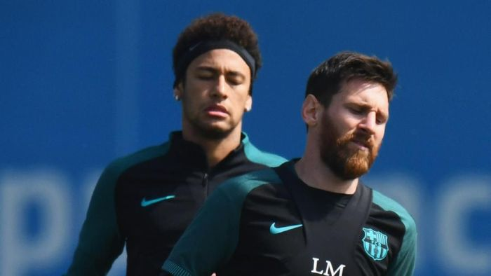 BARCELONA, SPAIN - APRIL 18:  Lionel Messi and Neymar of Barcelona jog during a FC Barcelona training session on the eve of their UEFA Champions League quarter final second leg match against Juventus at FC Barcelona Sports Centre on April 18, 2017 in Barcelona, Spain.  (Photo by David Ramos/Getty Images)