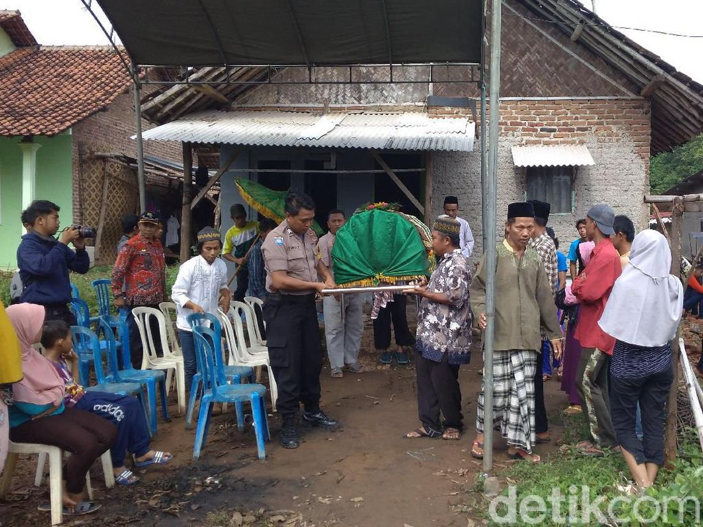 Pemkab Cirebon Tanggung Biaya Perawatan Bocah yang Tewas Digigit Ular Weling