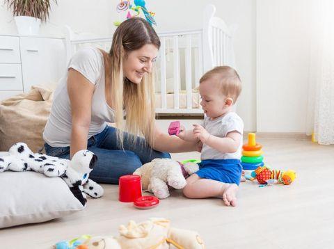 Ilustrasi ibu dan anak, proses menyapih