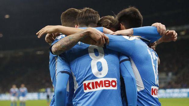 Napoli tidak akan diperkuat Kalidou Koulibaly saat melawan Barcelona.