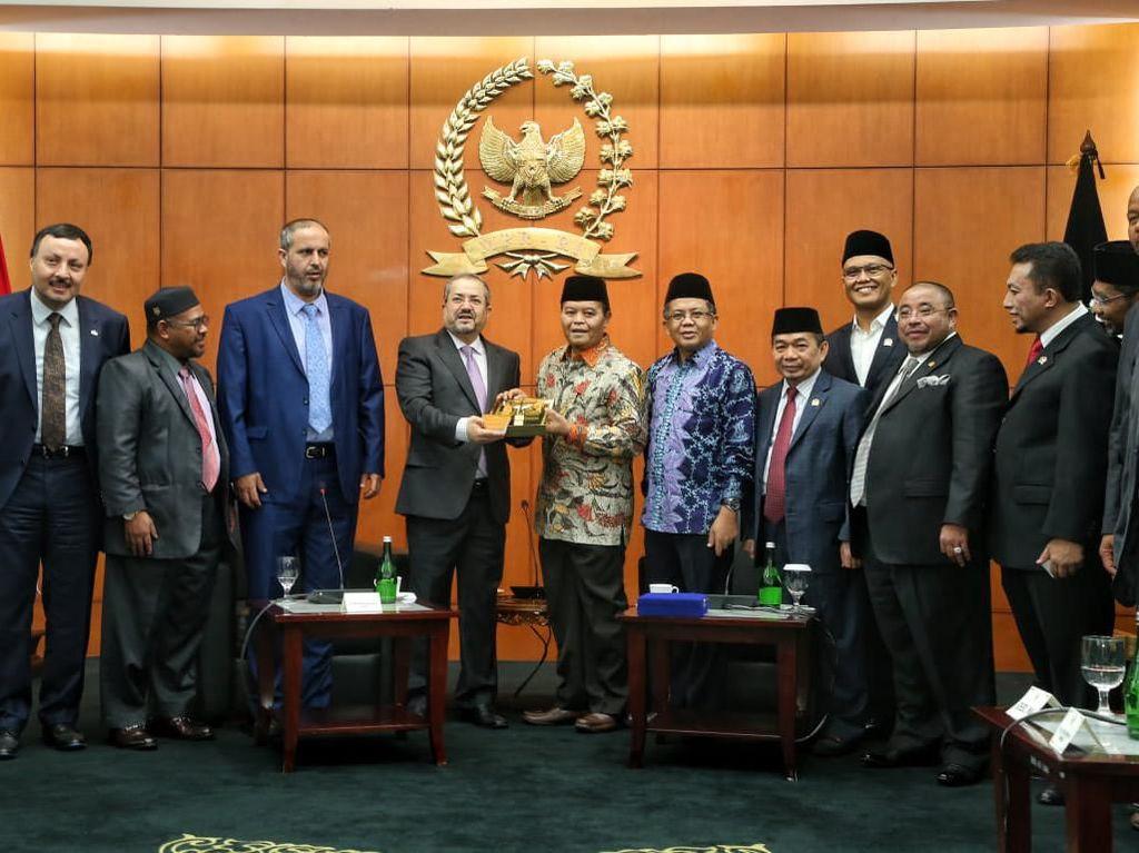 Hidayat Nur Wahid Dorong Demokrasi Parlemen Dengan Nilai Islam