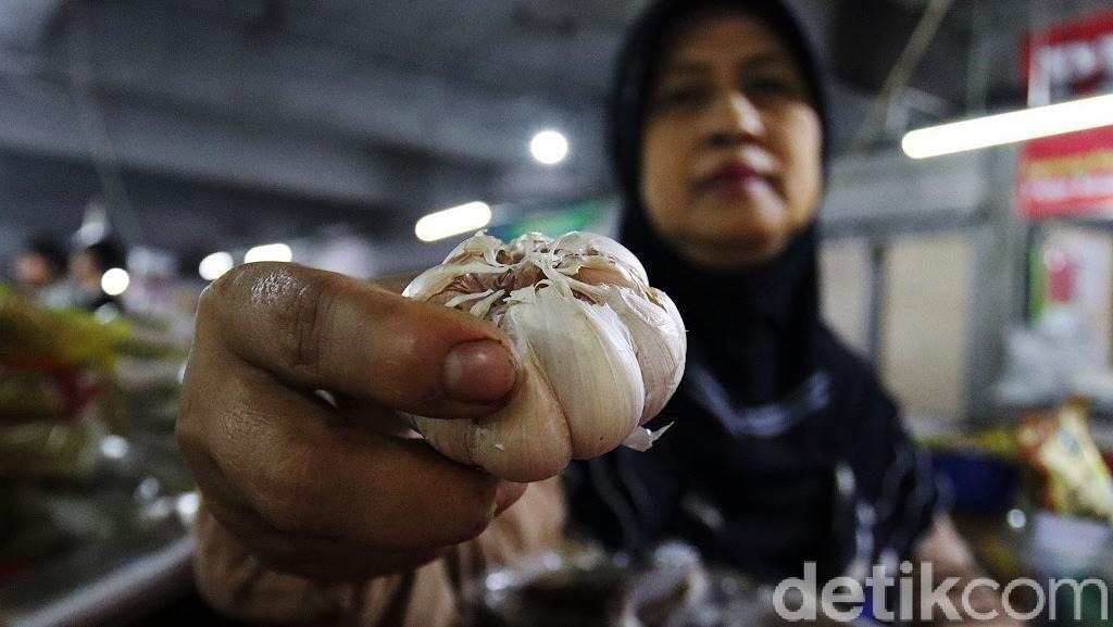 Harga Bawang Putih di Kota Bandung Berangsur Menurun