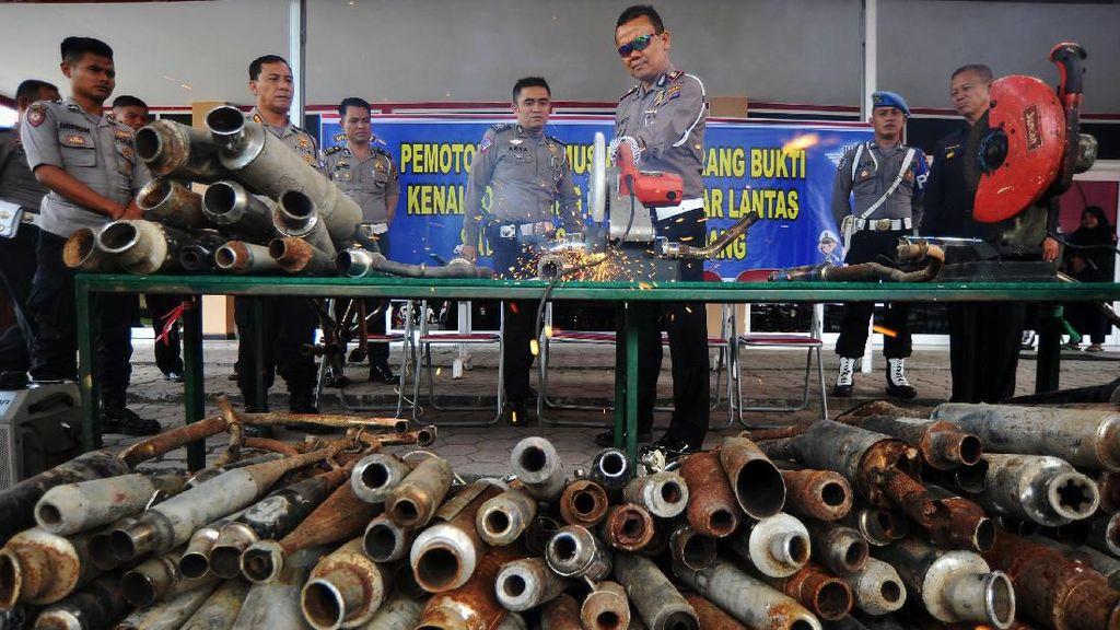 Knalpot Brong Berakhir di Mesin Potong
