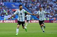 Angel Di Maria bersama Lionel Messi di timnas Argentina (Shaun Botterill/Getty Images)