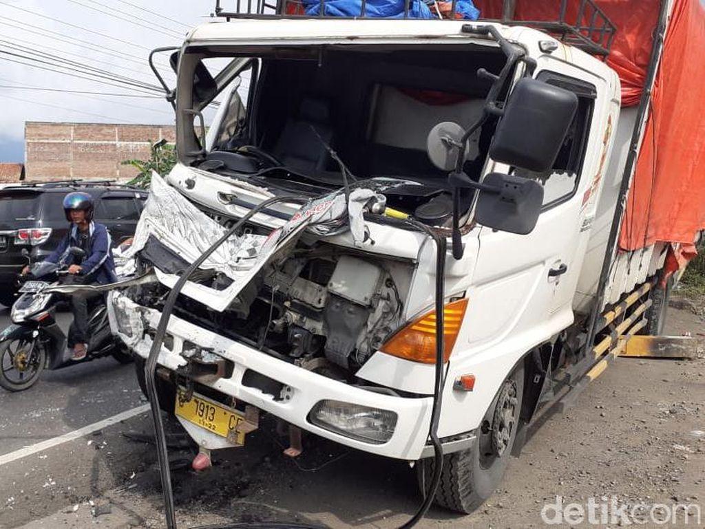 Kecelakaan Beruntun Terjadi di Flyover Kretek Brebes
