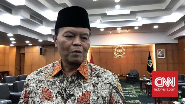 Wakil Ketua MPR Hidayat Nur Wahid di Kompleks Parlemen, Senayan, Jakarta (13/2).
