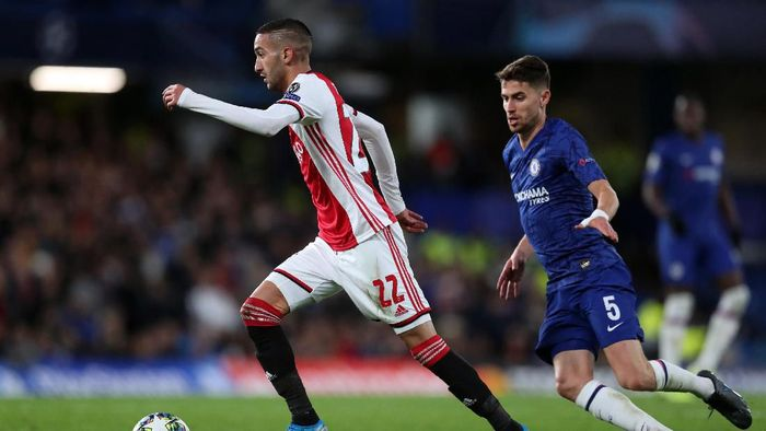 LONDON, ENGLAND - NOVEMBER 05: Hakim Ziyech of Ajax during the UEFA Champions League group H match between Chelsea FC and AFC Ajax at Stamford Bridge on November 05, 2019 in London, United Kingdom. (Photo by Catherine Ivill/Getty Images)