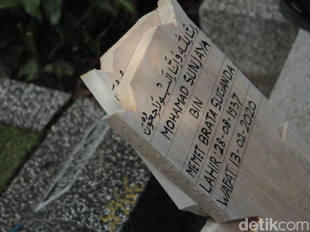Pemakaman Maestro Teater Mohamad Sunjaya Dihadiri Deretan Seniman
