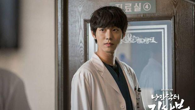 Ahn Hyo Seop di drama Dr.Romantic 2
