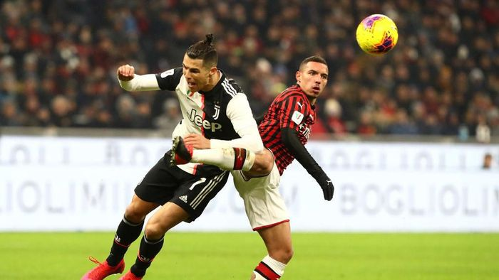 MILAN, ITALY - FEBRUARY 13:  Cristiano Ronaldo of Juventus competes for the ball with Ismael Bennacer of AC Milan during the Coppa Italia Semi Final match between AC Milan and Juventus at Stadio Giuseppe Meazza on February 13, 2020 in Milan, Italy.  (Photo by Marco Luzzani/Getty Images)