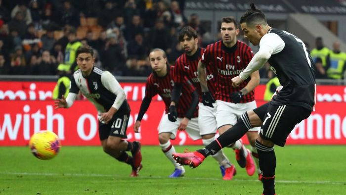 MILAN, ITALY - FEBRUARY 13:  Cristiano Ronaldo of Juventus scores his goal from the penalty spot during the Coppa Italia Semi Final match between AC Milan and Juventus at Stadio Giuseppe Meazza on February 13, 2020 in Milan, Italy.  (Photo by Marco Luzzani/Getty Images)