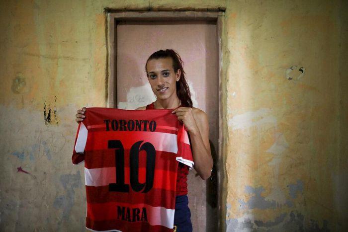 Isu transgender kembali ramai dibahas usai kasus Lucinta Luna. Di Argentina, ada seorang transgender wanita yang siap cetak sejarah di dunia sepakbola Argentina