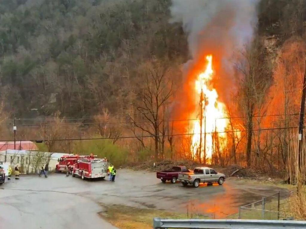 Dramatis, 2 Kru Selamat Usai Kereta Tergelincir-Terbakar di Kentucky